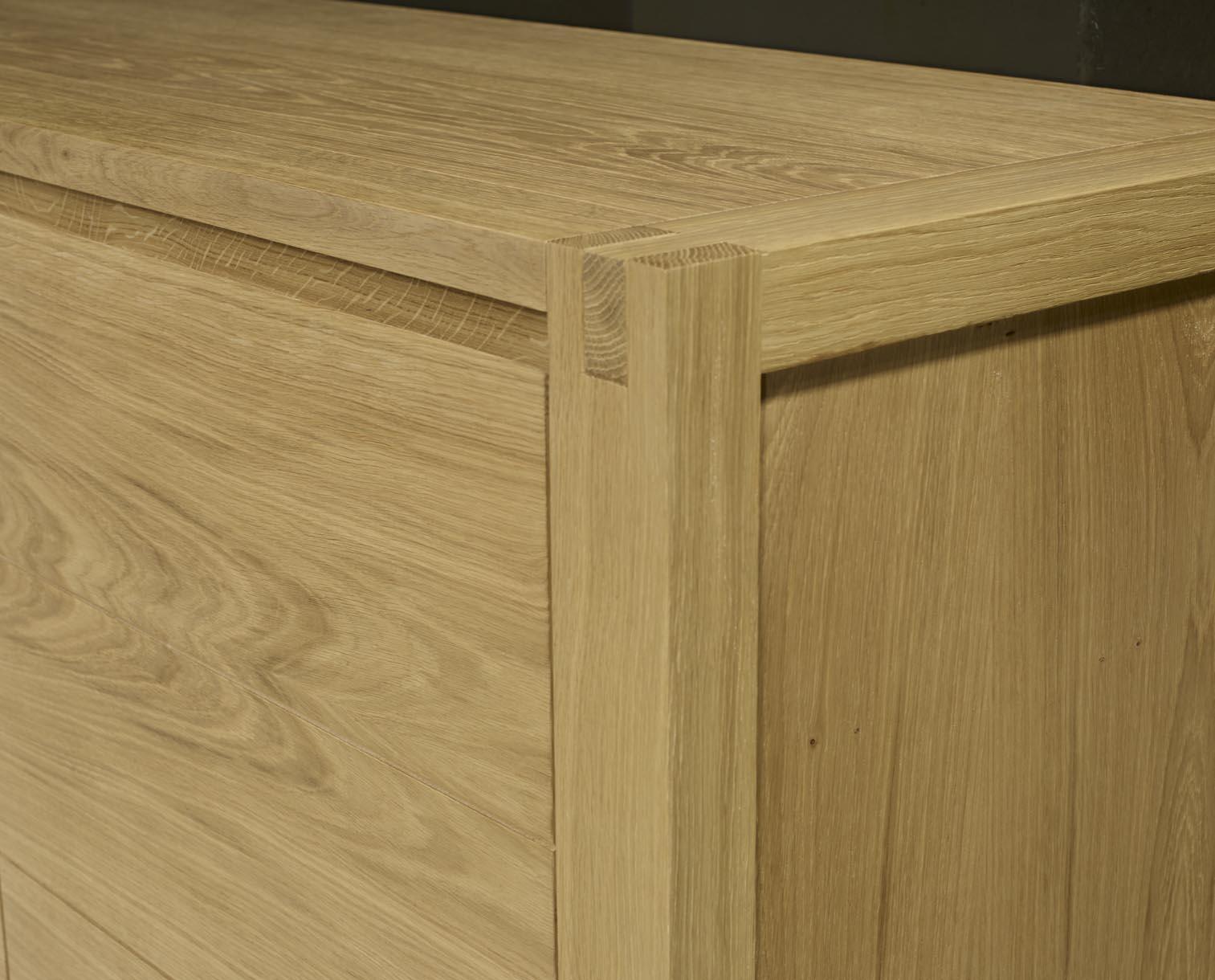 Aparador buffet 3 puertas mat as en madera de roble macizo for Puerta de roble macizo castorama
