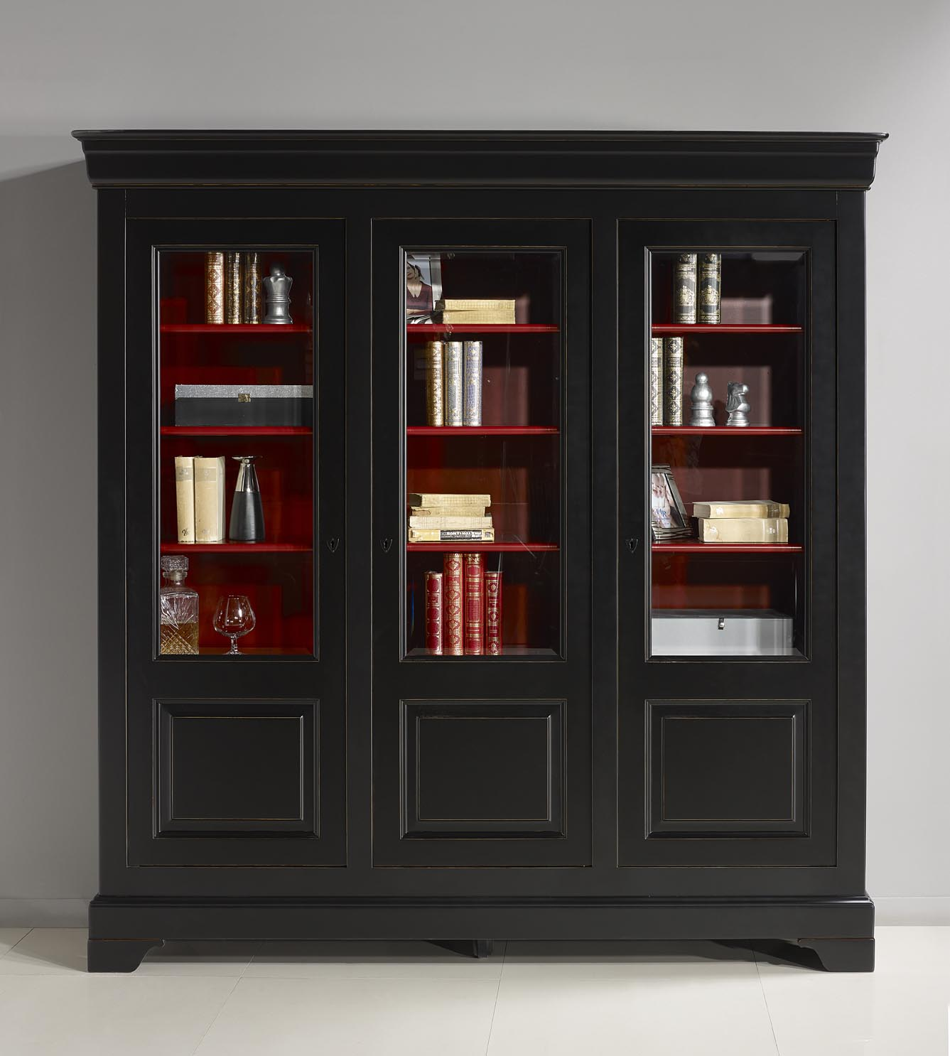 biblioteca flora 3 puertas en cerezo macizo del estilo louis philippe lacado antiguo negro y. Black Bedroom Furniture Sets. Home Design Ideas