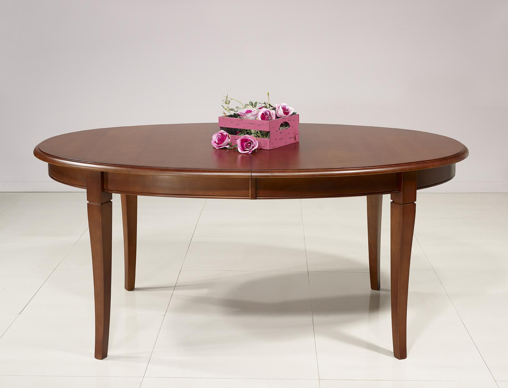 Mesa de comedor ovalada estelle hecha en madera maciza de for Precios de mesas de comedor de madera