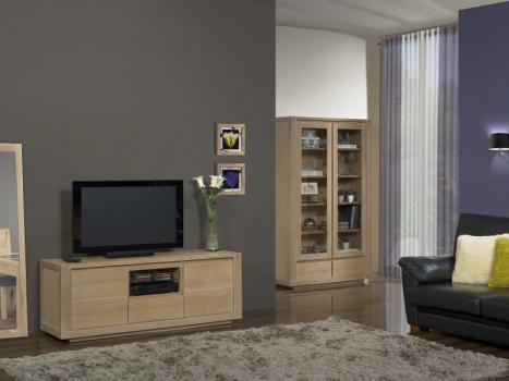 Mueble TV  Mathis fabricado en madera de roble macizo en estilo Contemporáneo