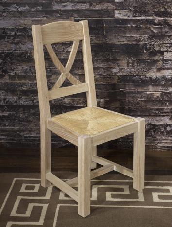 Silla fabricada en madera de roble macizo estilo rústico acabado en roble blanqueado cepillado