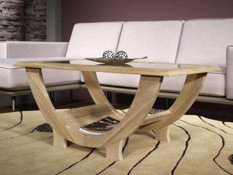 Mesa de centro Rodriguez fabricada en madera de roble macizo con cubierta de cristal