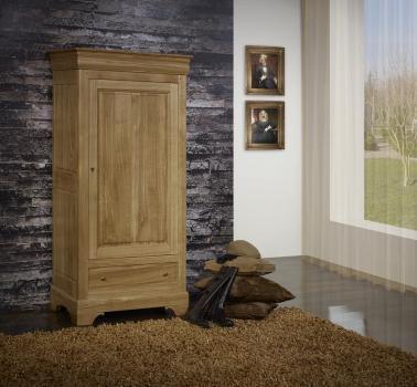 Armario Louis de 1 puerta y 1 cajón fabricado en madera de roble macizo al estilo Louis Philippe.