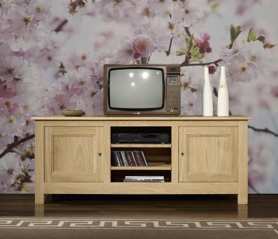 Mueble de tv Amaury fabricado en madera de roble macizo estilo rústico con acabado de roble natural cepillado