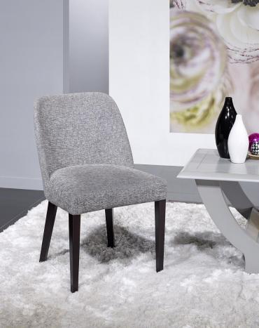 Silla Alfonso, asiento y respaldo tapizados, pies de madera maciza de Fresno línea contemporánea