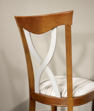 Silla Liliana fabricada en madera de cerezo macizo al estilo Louis Philippe