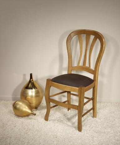 Silla Gabriel fabricada en madera maciza de roble estilo Louis Philippe asiento Moleskine chocolate