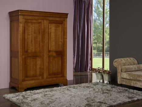 Armario Tito de 2 puertas fabricado en madera de cerezo macizo en estilo Louis Philippe
