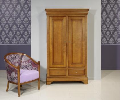 Armario Léa fabricado en madera de cerezo macizo de estilo Louis Philippe