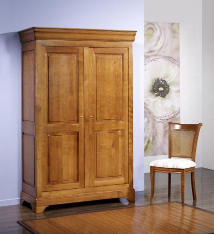 Armario Sofía de 2 puertas fabricada en madera de Cerezo macizo estilo Louis Philippe