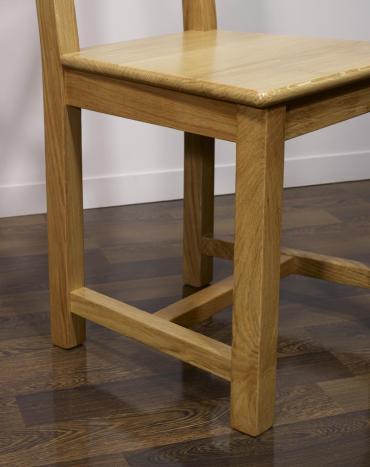 Silla Olivier fabricada en madera de roble macizo estilo rústico