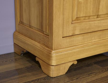 Aparador fabricado en madera de roble macizo al estilo Louis Philippe