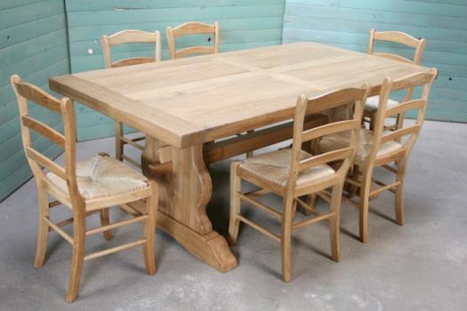 Mesa de comedor rectangular Viktor 220x100 cm fabricada en madera de Roble macizo estilo Monasterio