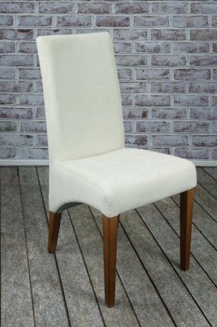 Silla Linus fabricada en madera maciza de haya, asiento  y respaldo tapizado color Crudo