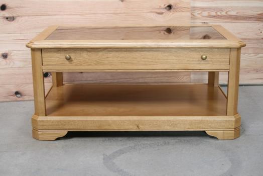 Mesa de centro Joana realizada de roble macizo estilo Louis Philippe tampo de Cristal