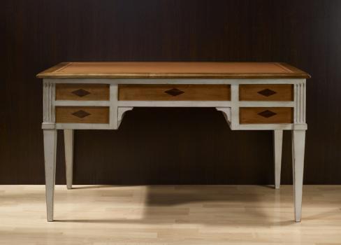 Escritorio Mathilde fabricado en madera de cerezo macizo al estilo Directorio acabado envejecido gris