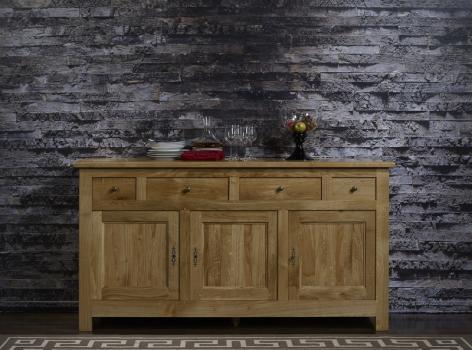 Aparador Nicolás de 3 puertas y 4 cajones fabricado en madera de roble macizo en estilo rústico