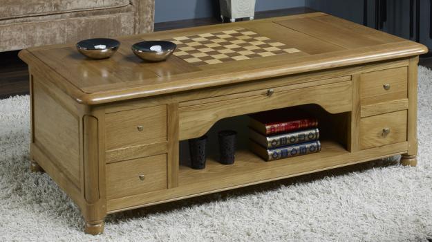 Mesa de centro con juego de ajedrez fabricada en madera de roble macizo estilo Louis Philippe