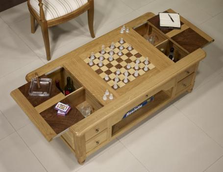 Mesa de centro y juego de ajedrez fabricada en madera de roble y nogal macizo de estilo Louis Philippe