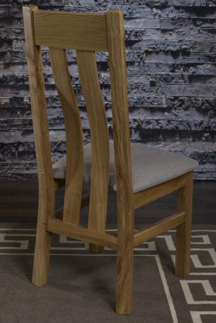 Silla Leonor fabricada en madera de roble macizo estilo contemporáneo asiento de tela Lin
