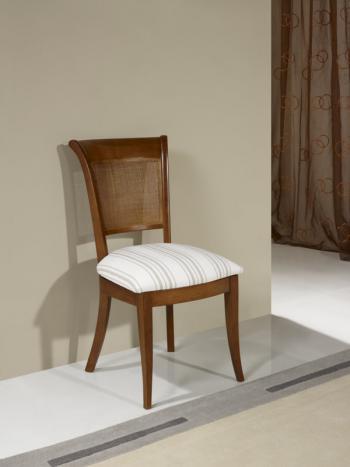 Silla ámbar fabricada en madera de cerezo macizo en estilo Louis Philippe