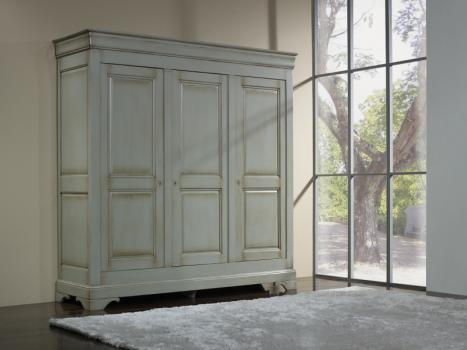 Armario Anne-Lise de 3 puertas fabricado en madera de cerezo macizo en estilo Louis Philippe