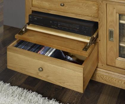 Muebles TV 16/9 Laurent fabricado en madera de roble macizo al estilo Louis Philippe Puertas Correderas