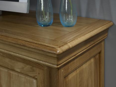 Mueble  TV 16/9 Julian fabricada en madera de Roble maciza al estilo Louis Philippe