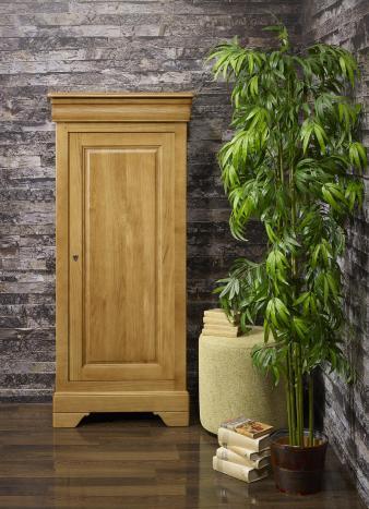 Armario Leo de 1 puerta y 1 cajón fabricado en madera de roble macizo estilo Louis Philippe