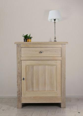 Pequeño Armario Rafael  de 1 puerta y 1 cajón fabricado en madera de roble macizo estilo Rústico