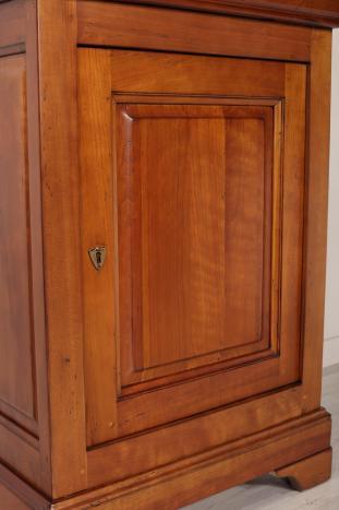 Armario pequeño Paul de madera maciza de cerezo en estilo Louis Philippe