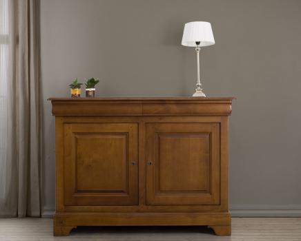 Aparador comedor Barbara de 2 puertas fabricado en madera de cerezo macizo al estilo Louis Philippe