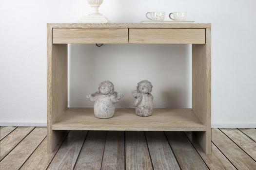 Consola Frederico de 2 cajones fabricada en madera de roble macizo estilo contemporáneo