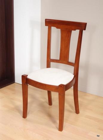 Silla Lucinda fabricada en madera de cerezo macizo estilo Louis Philippe asiento blanco