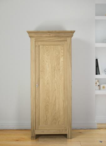 Armario Enrico de 1 puerta fabricado en madera de Roble macizo estilo contemporáneo Acabado cepillado natural