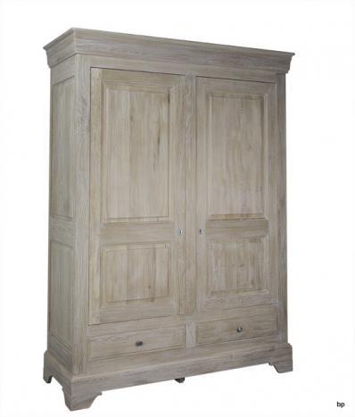 Armario de 2 puertas y 2 cajones fabricado en madera de roble macizo al estilo Louis Philippe acabado Cepillado