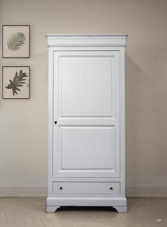 Armario Sebastián de 1 puerta y 1 cajón fabricado en madera maciza de Roble estilo Louis Philippe acabado Cepillado Marfil