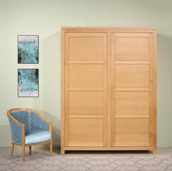 Armario Lillian de 2 puertas fabricado en madera de Roble de estilo Contemporáneo