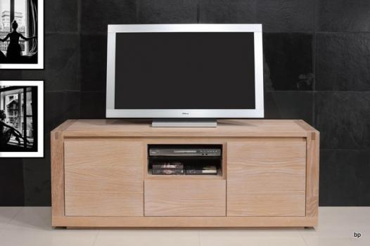 Mueble de tv Mathis fabricado en madera macizo en estilo contemporáneo