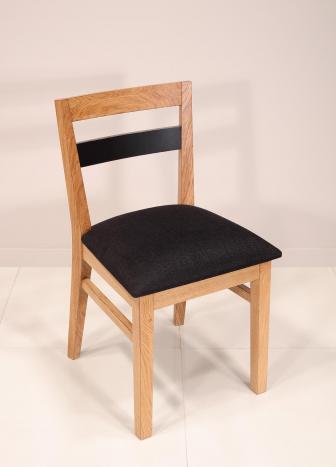 Silla Rodrigo fabricada en madera de roble macizo estilo contemporáneo Asiento Tela de tapicería negra