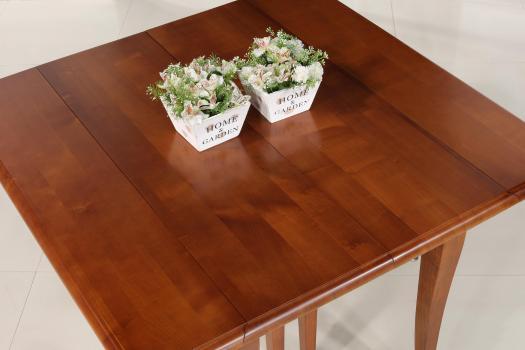 Mesa de comedor Giulia fabricada en madera de cerezo macizo en estilo Louis Philippe