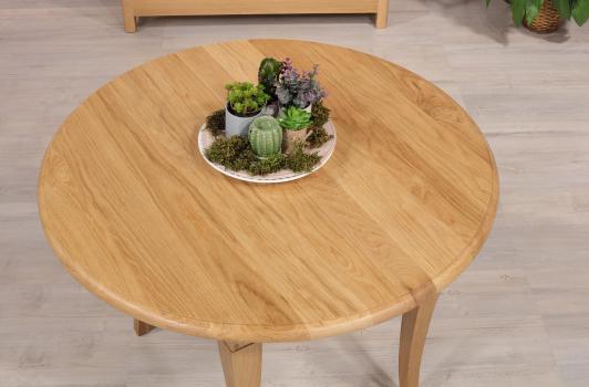Mesa de comedor redonda extensible y con alas abatibles fabricada en madera de roble macizo en estilo Louis Philippe Diám. 100 cm + 3 extensiones de 40 cm.