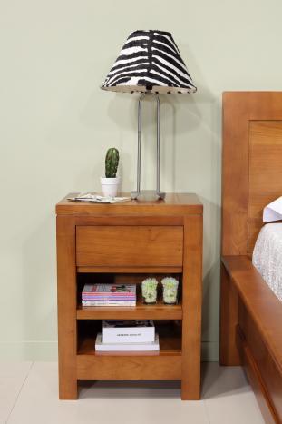 Mesilla de noche 1 cajón 1 nicho fabricada en madera maciza de cerezo Colección Naturaleza