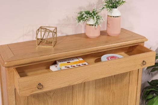 Aparador comedor Olivier de 2 puertas fabricado en madera de roble macizo en estilo Rústico