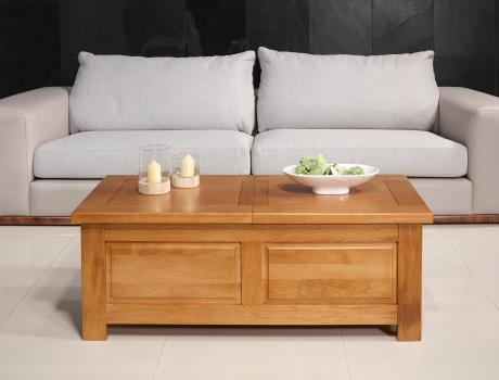 Mesa de centro Alex fabricada en madera de roble estilo contemporáneo