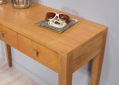 Consola Louis fabricada en madera de Roble y Cerezo macizo en línea Contemporánea