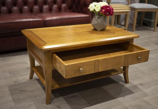 Mesa de centro rectangular Alba fabricada en madera de cerezo estilo Louis Philippe