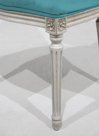 Silla Simón fabricada en madera de roble macizo de estilo Luis XVI